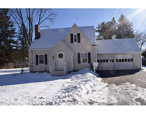 Single Family Home for Rent at 61 Pleasant Street 61 Pleasant Street Northborough, Massachusetts 01532 United States