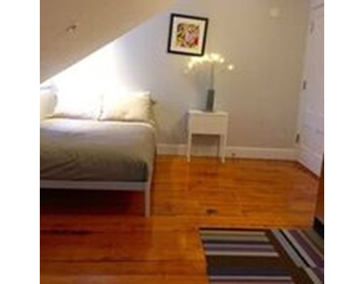 Additional photo for property listing at 40 Temple  Boston, Massachusetts 02114 United States