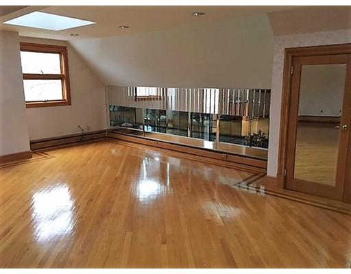 Appartement pour l à louer à 990 Humphrey Street #2 990 Humphrey Street #2 Swampscott, Massachusetts 01907 États-Unis