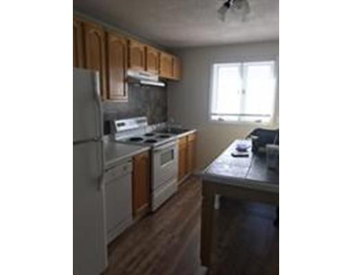 Casa Unifamiliar por un Alquiler en 201 Pearce Street Fall River, Massachusetts 02720 Estados Unidos