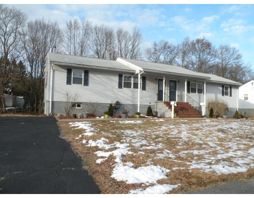 Casa Unifamiliar por un Alquiler en 24 McEvoy Circle 24 McEvoy Circle Stoughton, Massachusetts 02072 Estados Unidos