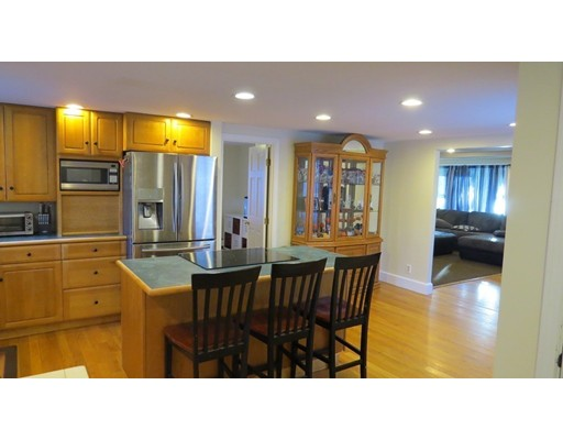 Single Family Home for Sale at 727 Oxford St. South 727 Oxford St. South Auburn, Massachusetts 01501 United States