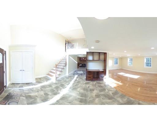 独户住宅 为 销售 在 112 Quinobequin 牛顿, 马萨诸塞州 02462 美国