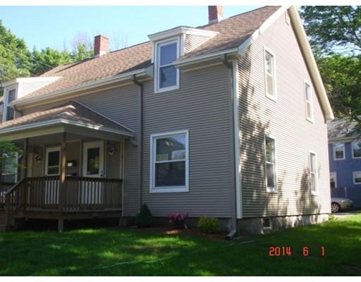 Casa Unifamiliar por un Alquiler en 51 Douglas 51 Douglas Uxbridge, Massachusetts 01569 Estados Unidos