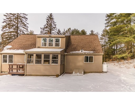 Single Family Home for Sale at 16 Devils Elbow Road 16 Devils Elbow Road Brookfield, Massachusetts 01506 United States