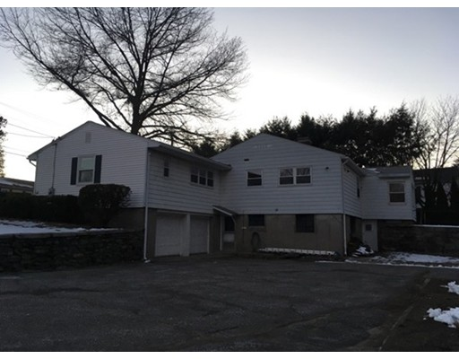 Single Family Home for Rent at 5 Whitla Drive 5 Whitla Drive Worcester, Massachusetts 01604 United States