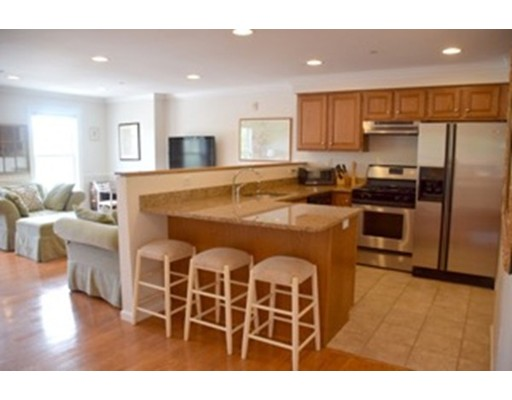 شقة بعمارة للـ Rent في 4 Summer #F 4 Summer #F Manchester, Massachusetts 01944 United States