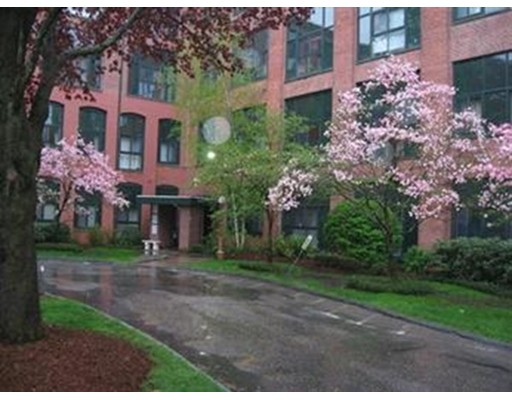 Condominio por un Alquiler en 150 Rumford Avenue #418 150 Rumford Avenue #418 Mansfield, Massachusetts 02048 Estados Unidos