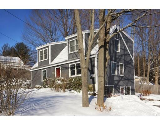 واحد منزل الأسرة للـ Sale في 104 Center Street 104 Center Street Groveland, Massachusetts 01834 United States