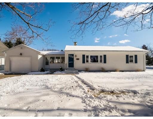 独户住宅 为 销售 在 15 Pinelawn Road 15 Pinelawn Road Longmeadow, 马萨诸塞州 01106 美国