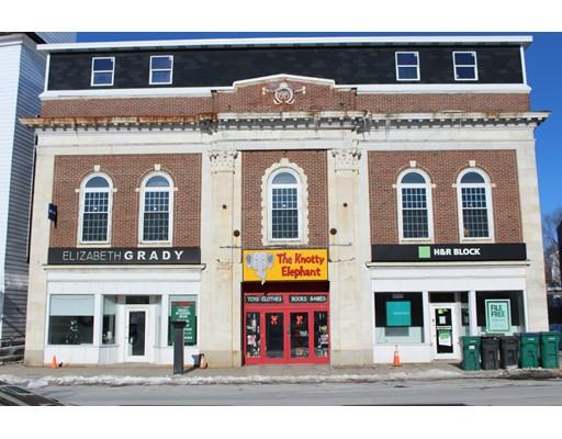 Commercial pour l Vente à 30 Salem Street 30 Salem Street Medford, Massachusetts 02155 États-Unis