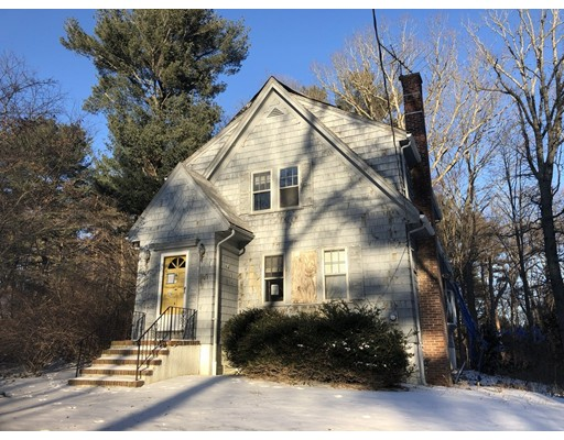 独户住宅 为 销售 在 21 Neponset Avenue 21 Neponset Avenue Foxboro, 马萨诸塞州 02035 美国