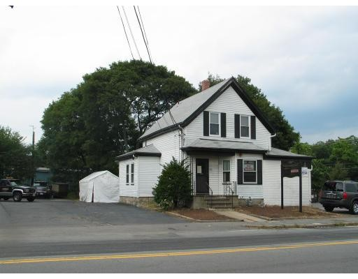 Single Family Home for Sale at 880 S Franklin Street Holbrook, Massachusetts 02343 United States