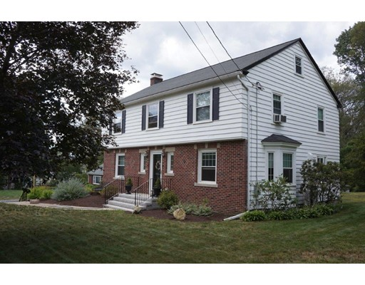 Maison unifamiliale pour l Vente à 400 South Main Street 400 South Main Street Bellingham, Massachusetts 02019 États-Unis