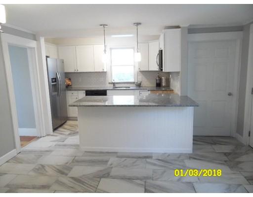 Maison unifamiliale pour l Vente à 1131 Essex Street 1131 Essex Street Lawrence, Massachusetts 01841 États-Unis
