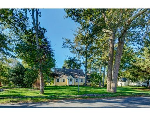 Maison unifamiliale pour l Vente à 19 Elm Street 19 Elm Street Dennis, Massachusetts 02638 États-Unis