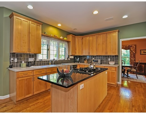 Частный односемейный дом для того Продажа на 490 Commonwealth Road 490 Commonwealth Road Natick, Массачусетс 01760 Соединенные Штаты