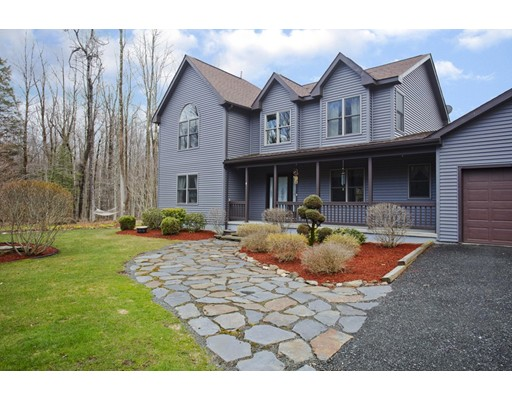 واحد منزل الأسرة للـ Sale في 674 Skyline Trail 674 Skyline Trail Chester, Massachusetts 01011 United States