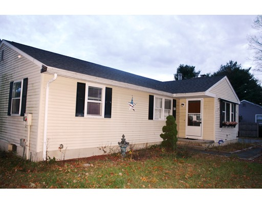 Single Family Home for Sale at 10 Pinebrook Drive 10 Pinebrook Drive Easthampton, Massachusetts 01027 United States