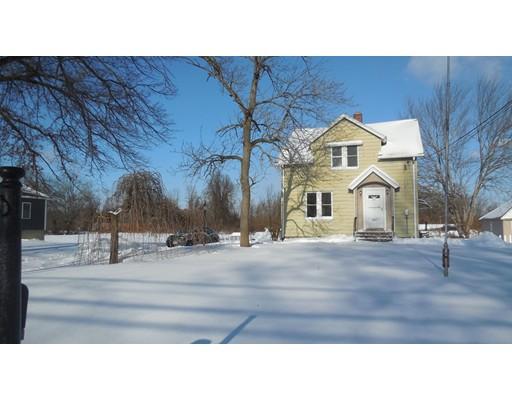 Maison unifamiliale pour l Vente à 241 Meadow Street 241 Meadow Street Agawam, Massachusetts 01001 États-Unis