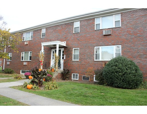 Condominio por un Alquiler en 1 Regency Park Dr #1 1 Regency Park Dr #1 Agawam, Massachusetts 01001 Estados Unidos