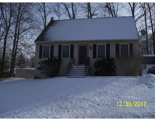 独户住宅 为 销售 在 2 Marcam Village Road 2 Marcam Village Road Oxford, 马萨诸塞州 01537 美国