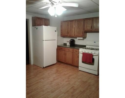 Apartamento por un Alquiler en 18 Yale St #1 18 Yale St #1 Chicopee, Massachusetts 01020 Estados Unidos