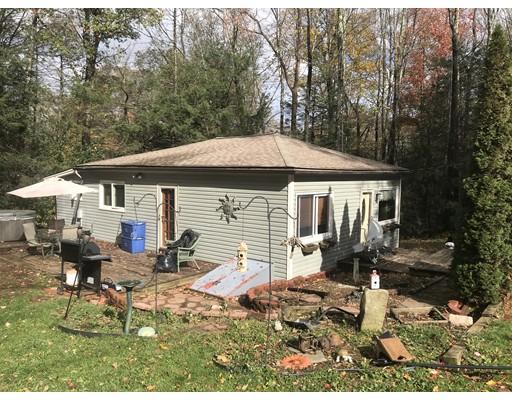 واحد منزل الأسرة للـ Sale في 6 Park Road 6 Park Road Holland, Massachusetts 01521 United States