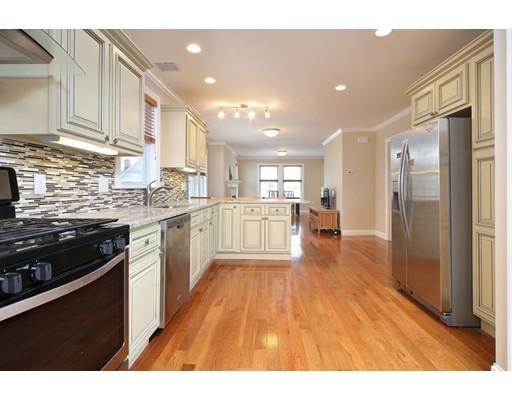 Condominio por un Venta en 57 Amsden Street #2 57 Amsden Street #2 Arlington, Massachusetts 02474 Estados Unidos