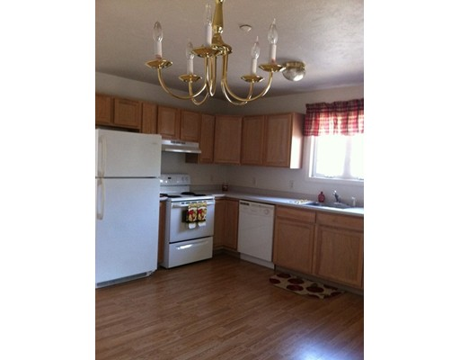 واحد منزل الأسرة للـ Rent في 6 Warsaw Avenue 6 Warsaw Avenue Dudley, Massachusetts 01571 United States