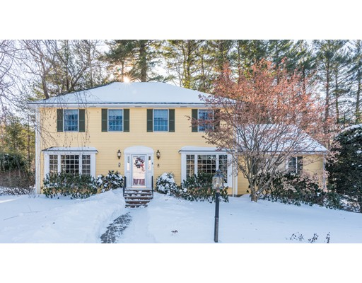 Single Family Home for Sale at 4 Jefferson Circle 4 Jefferson Circle Reading, Massachusetts 01867 United States