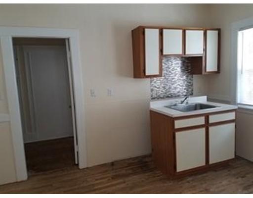 独户住宅 为 出租 在 45 Wolcott Street Everett, 02149 美国