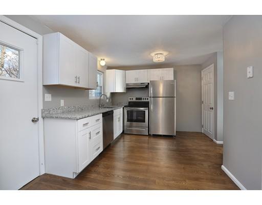 独户住宅 为 销售 在 23 Lantern Lane 23 Lantern Lane 伦道夫, 马萨诸塞州 02368 美国
