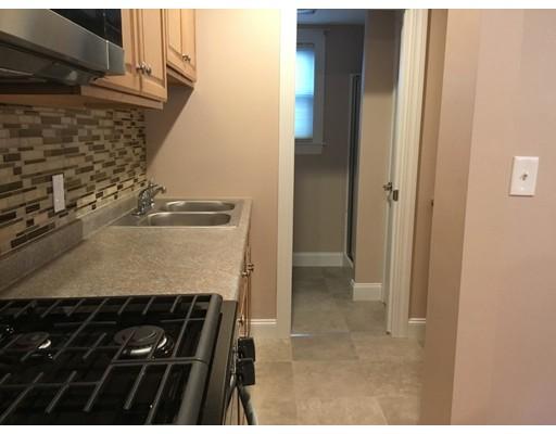 独户住宅 为 出租 在 213 Haffards Street Fall River, 02723 美国