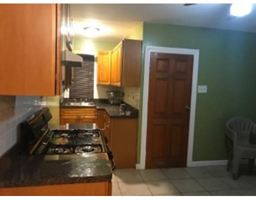 独户住宅 为 出租 在 13 Brent Street 波士顿, 马萨诸塞州 02124 美国