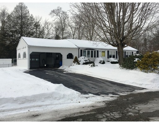 Single Family Home for Sale at 12 Oakwood Drive 12 Oakwood Drive Thompson, Connecticut 06277 United States