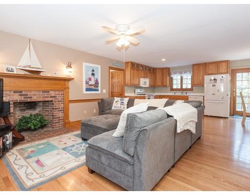 Maison unifamiliale pour l Vente à 1670 Bridge Road 1670 Bridge Road Eastham, Massachusetts 02642 États-Unis