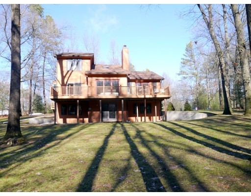 Casa Unifamiliar por un Venta en 108 Wildflower Drive 108 Wildflower Drive Amherst, Massachusetts 01002 Estados Unidos