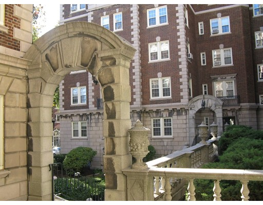 Additional photo for property listing at 3 Arlington Street  Cambridge, Massachusetts 02140 United States