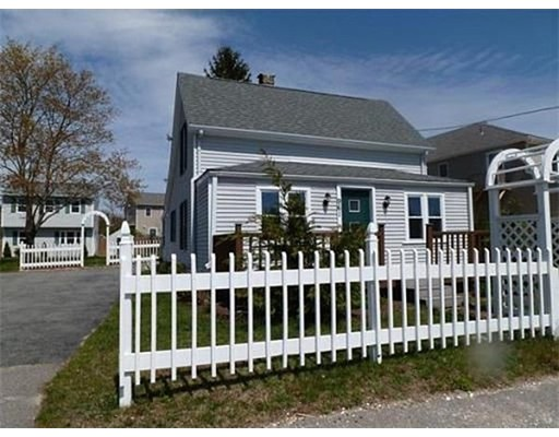 Single Family Home for Rent at 961 Point Road 961 Point Road Marion, Massachusetts 02738 United States