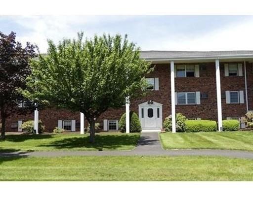 Condominio por un Alquiler en 89 Pleasant #B12 89 Pleasant #B12 Medfield, Massachusetts 02052 Estados Unidos