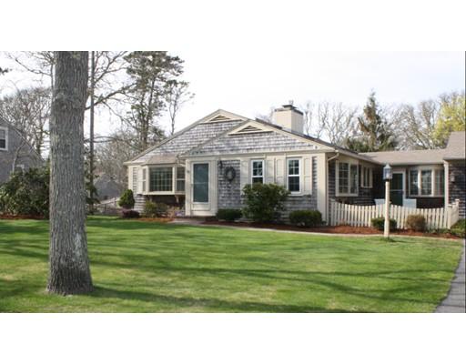 واحد منزل الأسرة للـ Sale في 10 Woodland Road 10 Woodland Road Harwich, Massachusetts 02646 United States