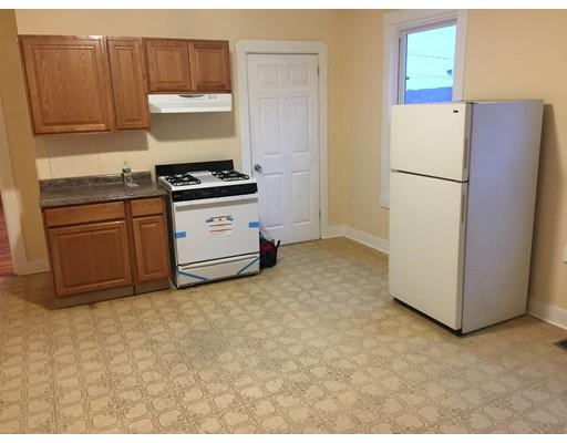 Casa Unifamiliar por un Alquiler en 123 Danforth Fall River, Massachusetts 02720 Estados Unidos