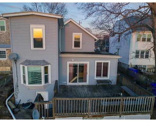 独户住宅 为 销售 在 210 Narragansett Avenue 210 Narragansett Avenue East Providence, 罗得岛 02915 美国