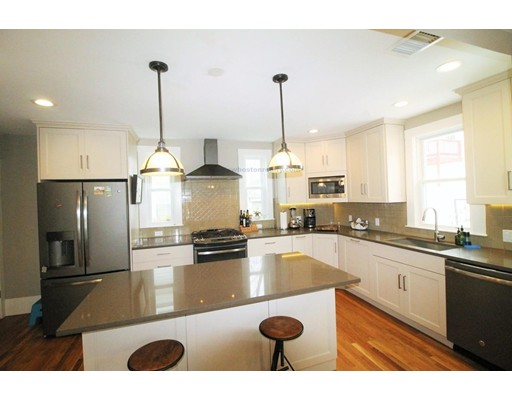 Частный односемейный дом для того Аренда на 7 Auburn Terrace 7 Auburn Terrace Waltham, Массачусетс 02453 Соединенные Штаты