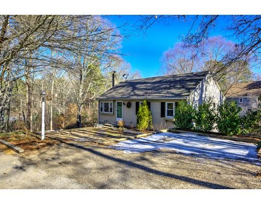 Casa Unifamiliar por un Venta en 35 Mohican Avenue 35 Mohican Avenue Mashpee, Massachusetts 02649 Estados Unidos