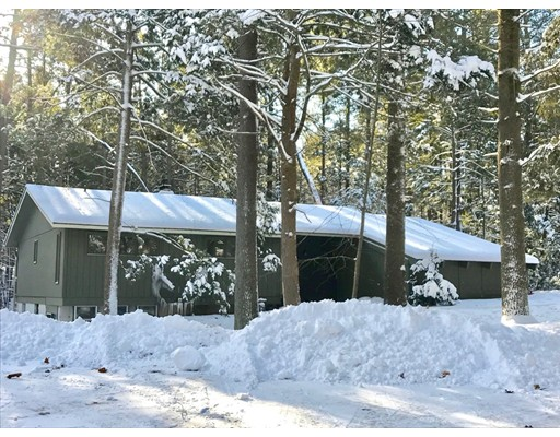 Casa Unifamiliar por un Venta en 87 Stony Hill Road 87 Stony Hill Road Amherst, Massachusetts 01002 Estados Unidos
