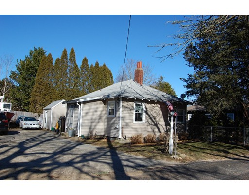 Частный односемейный дом для того Продажа на 17 Mullen Way 17 Mullen Way Edgartown, Массачусетс 02539 Соединенные Штаты