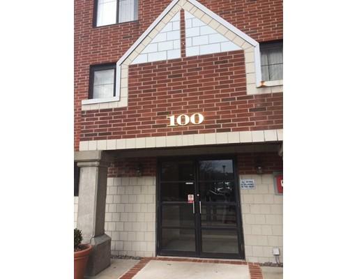 Кондоминиум для того Продажа на 100 LEDGEWOOD DRIVE 100 LEDGEWOOD DRIVE Stoneham, Массачусетс 02180 Соединенные Штаты