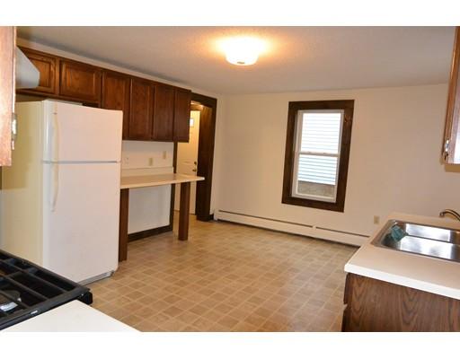 Casa unifamiliar adosada (Townhouse) por un Alquiler en 179 Pleasant #1 179 Pleasant #1 Clinton, Massachusetts 01510 Estados Unidos